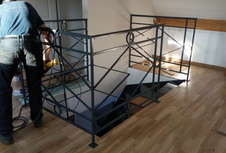 Escalier métallique sur-mesure pensé et construit par l'Atelier de la Gloriette dans le Loir-et-Cher (41)