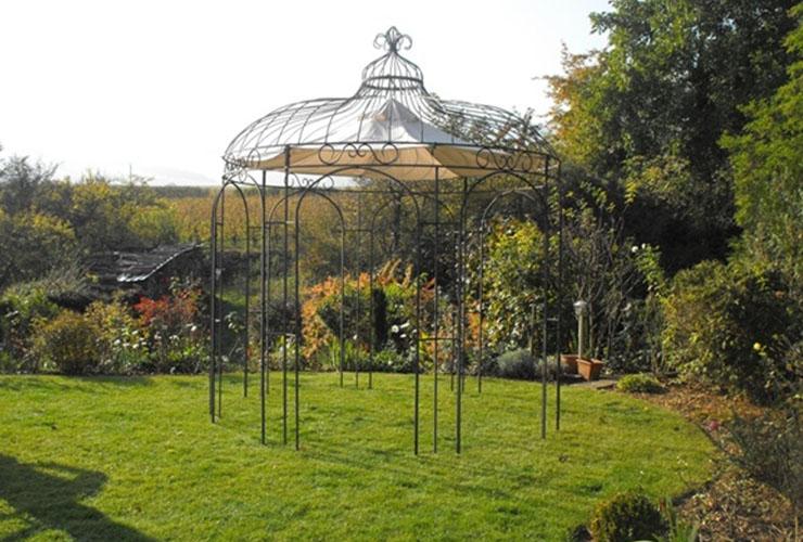 Gloriette fabriquée et installée dans un jardin d'un particulier dans le Loir-et-Cher (41)